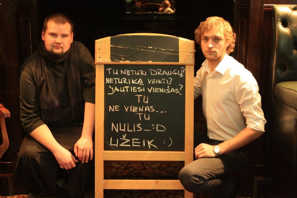 Petras Pranevičius (kairėje) ir Vilandas Ramanauskas (dešinėje) nevengia pašmaikštauti.