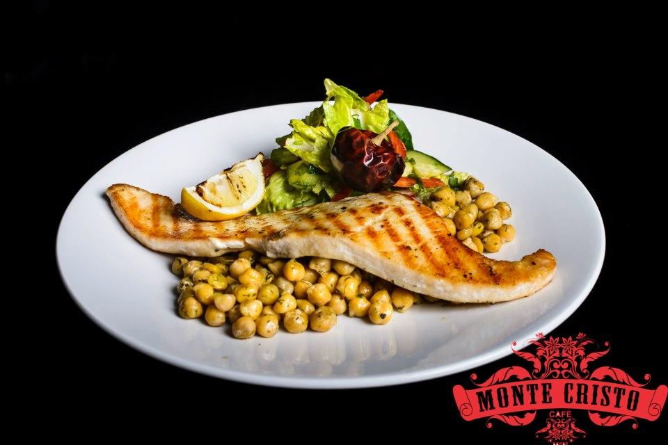 """Sviestažuvė su skrudintais avinžirniais - tai tik vienas iš daugybės gardžių patiekalų, kurių galite paragauti """"Monte Cristo Café"""""""