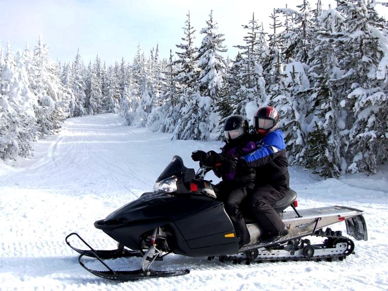 pasivažinėjimas sniego motociklu